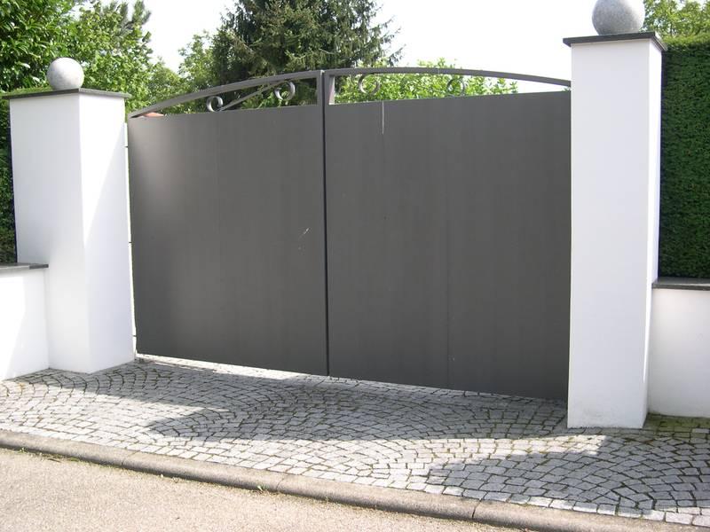 gro es einfahrtstor aus verzinktem stahl und lackiert in db703 medam gmbh. Black Bedroom Furniture Sets. Home Design Ideas