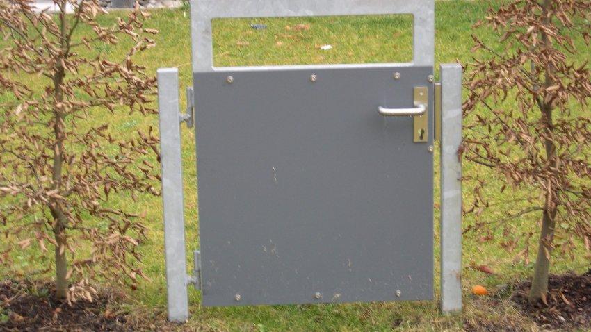 kleines gartentor stahl verzinkt mit f llung aus trespa platten medam gmbh. Black Bedroom Furniture Sets. Home Design Ideas