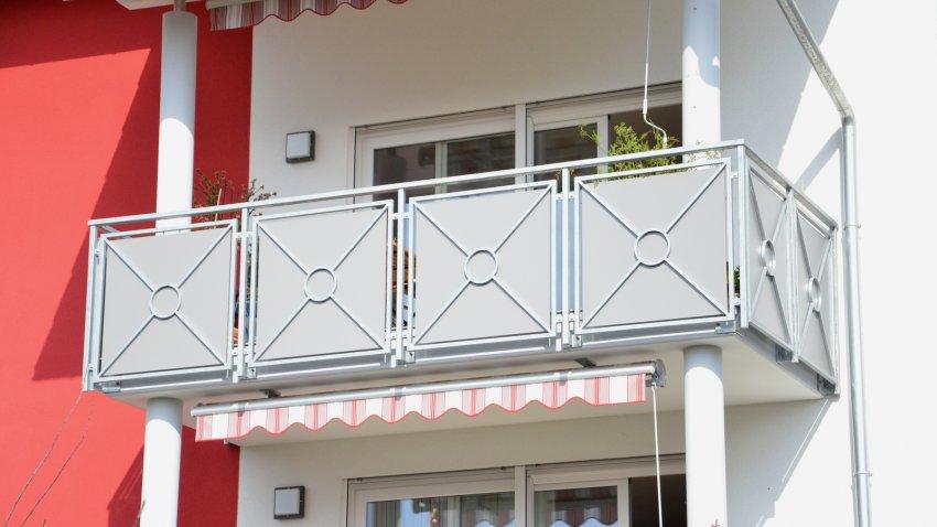 Geländer Balkon Stahl verzinkt Trespa
