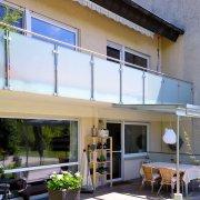 Balkongeländer aus Edelstahl mit Glas im Raum Lörrach Weil am Rhein