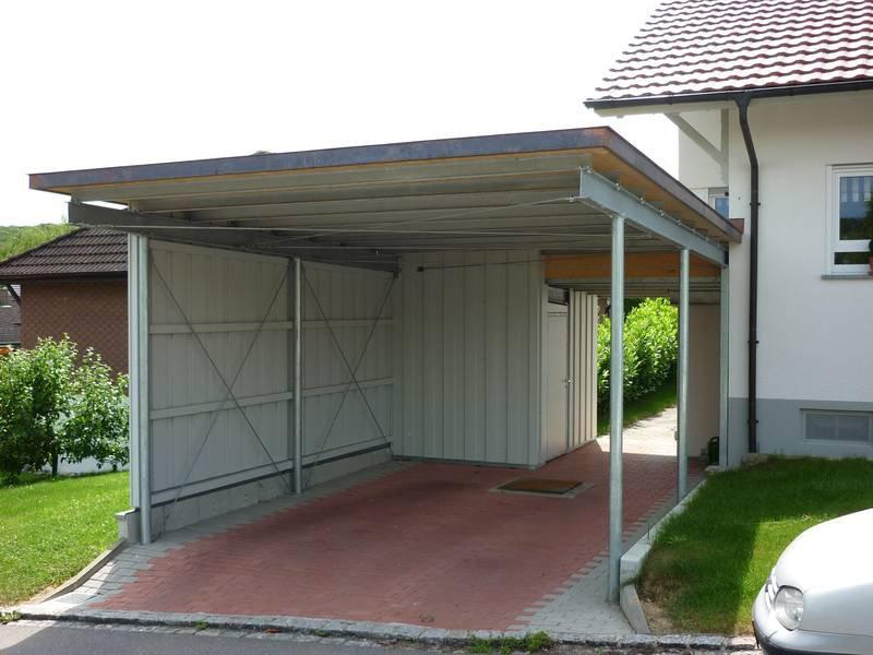 Carport aus verzinktem Stahl mit Trapezblech Dach und Wandelementen ...