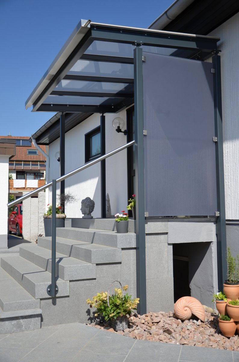 vordach ber eingang lackierte stahlkonstruktion mit glasauflage medam gmbh. Black Bedroom Furniture Sets. Home Design Ideas