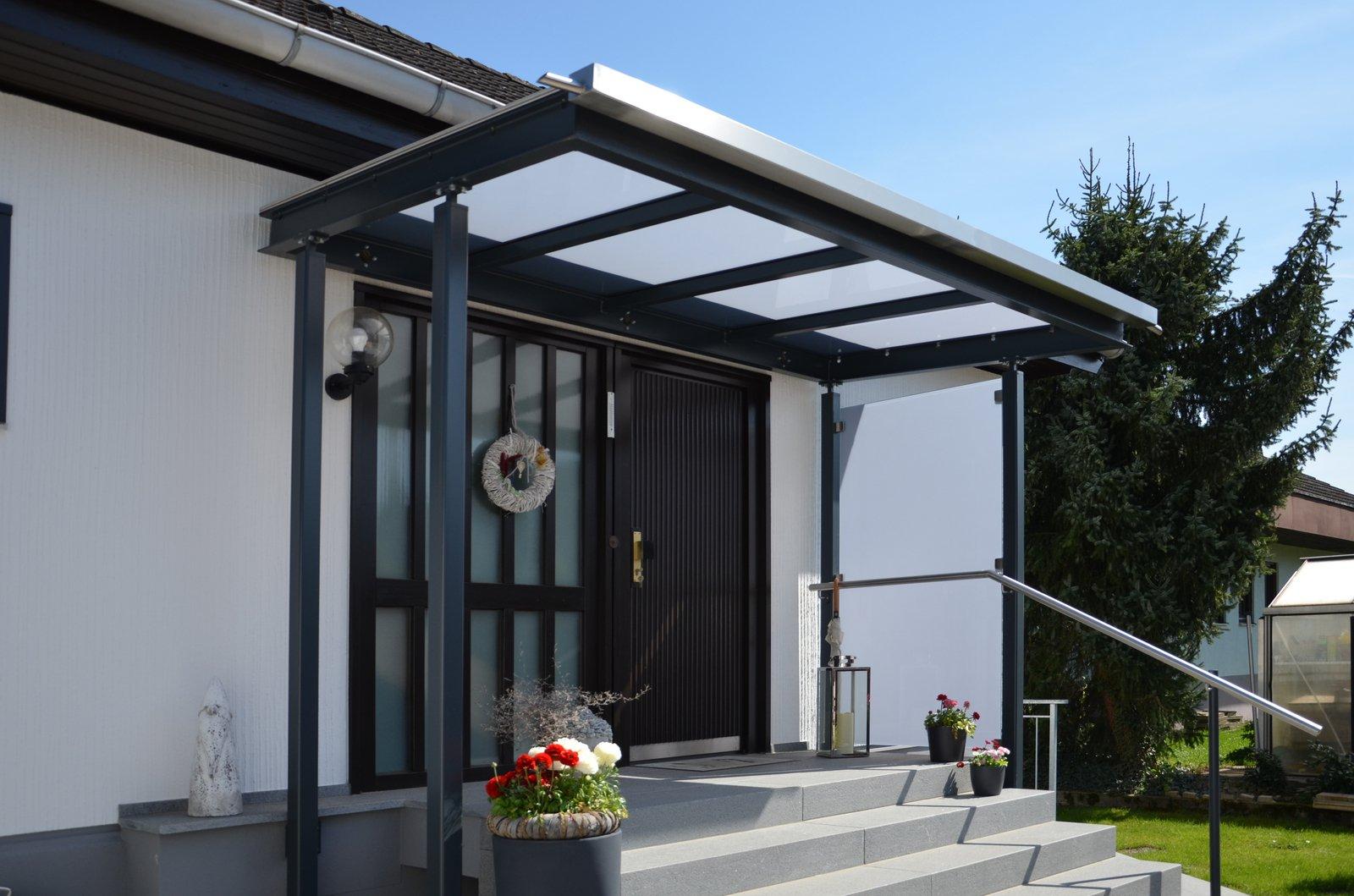 Windfang Hauseingang Glas vordach über eingang lackierte stahlkonstruktion mit glasauflage